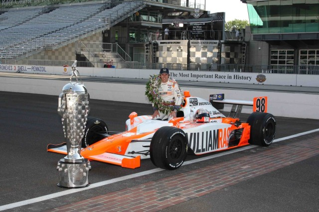Dan Wheldon starting line